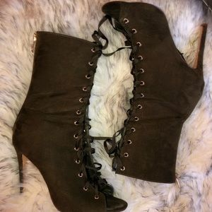 Perfect Olive Fall Bootie! 🍁